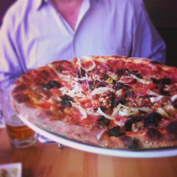 รูปภาพถ่ายที่ The Haven Pizzeria โดย Eric Q. เมื่อ 3/31/2014