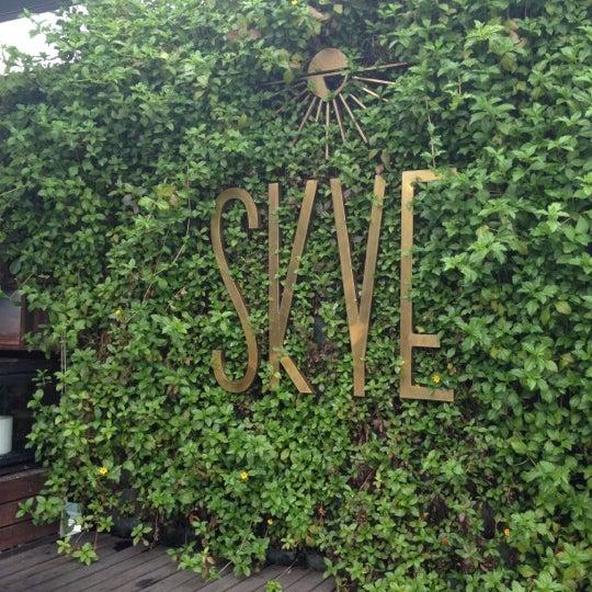 Foto diambil di SKYE oleh Fon F. pada 10/20/2012