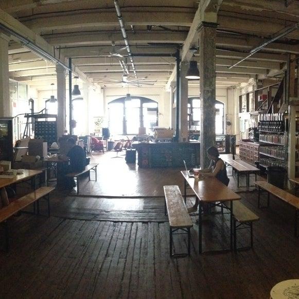 Das Foto wurde bei Brooklyn Roasting Company von Tony B. am 9/1/2013 aufgenommen