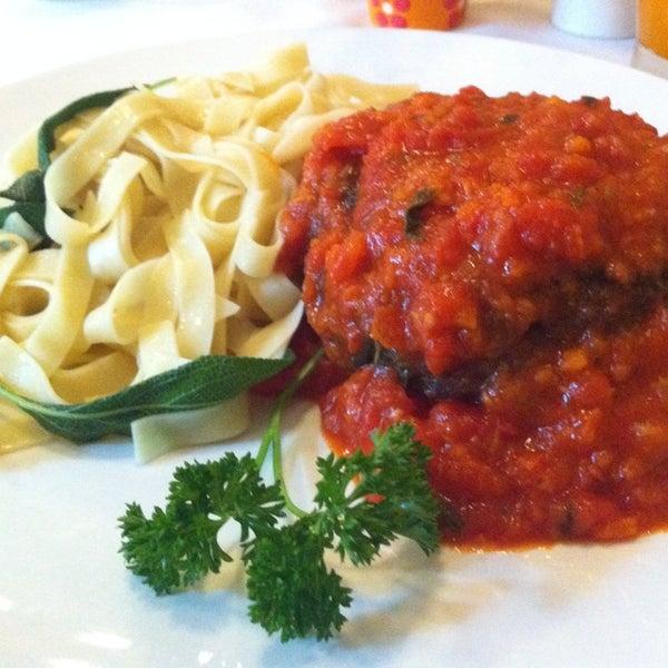 Foto tirada no(a) Zeffiro Restaurante por Larissa U. em 10/18/2013