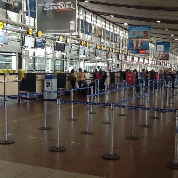 Foto tomada en Aeropuerto Internacional Comodoro Arturo Merino Benítez (SCL) por Claudio P. el 10/22/2013