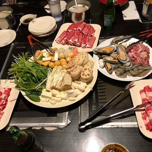 Foto diambil di 99 Favor Taste 99號餐廳 oleh Jing Jing L. pada 2/11/2018