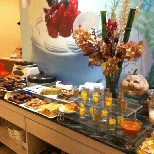 Снимок сделан в Love Desserts пользователем Bo 10/23/2012