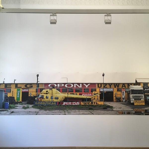 รูปภาพถ่ายที่ Mai Manó Gallery and Bookshop โดย Andi . เมื่อ 8/31/2018