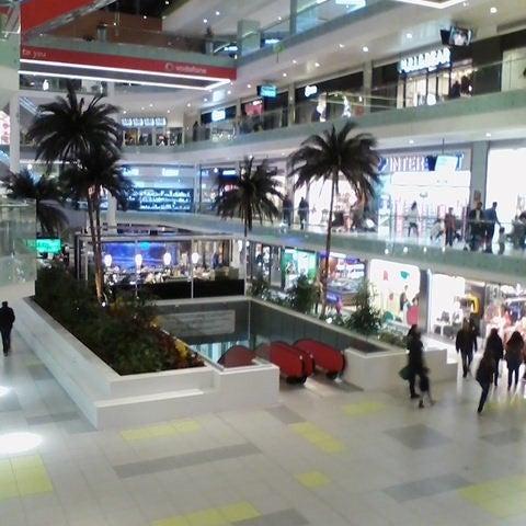 รูปภาพถ่ายที่ Athens Metro Mall โดย Maria A. เมื่อ 2/11/2014