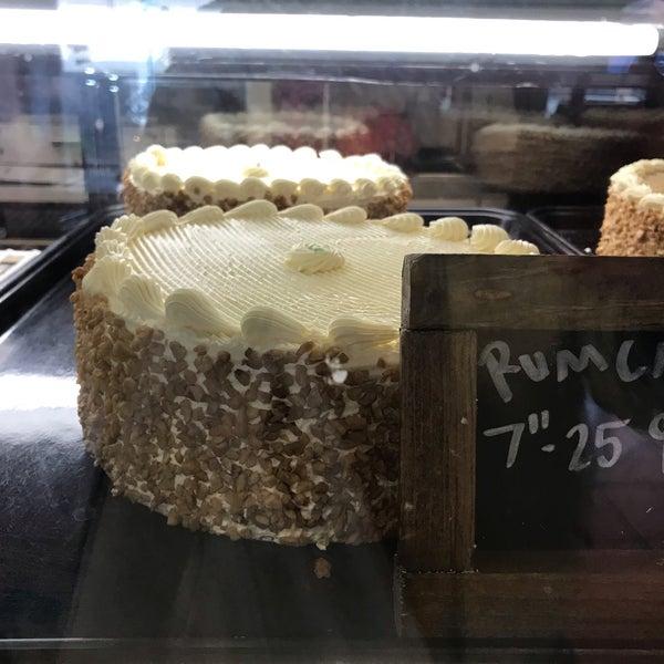 Foto diambil di Swiss Haus Bakery oleh Retna S. pada 12/1/2018
