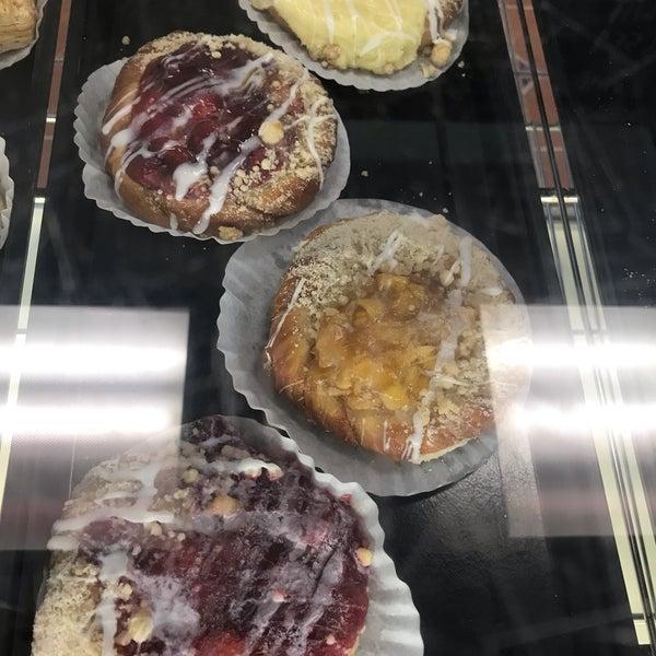Foto diambil di Swiss Haus Bakery oleh Retna S. pada 7/27/2019
