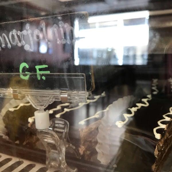 Foto diambil di Swiss Haus Bakery oleh Retna S. pada 4/7/2019