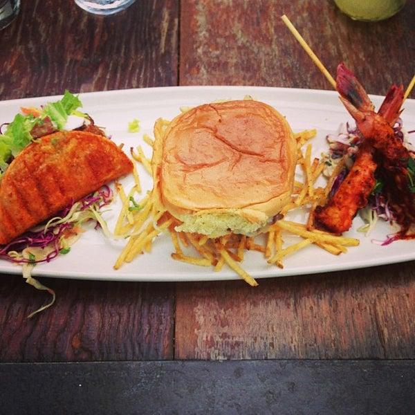 Foto tirada no(a) Bankers Hill Bar & Restaurant por Laljeet M. em 5/4/2013