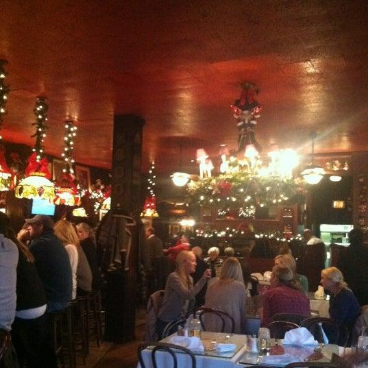 Foto tomada en Martin's Tavern por Allie H. el 12/9/2012