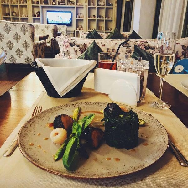 Das Foto wurde bei ORLY PARK Restaurant & Hotel von Irisha S. am 1/30/2020 aufgenommen