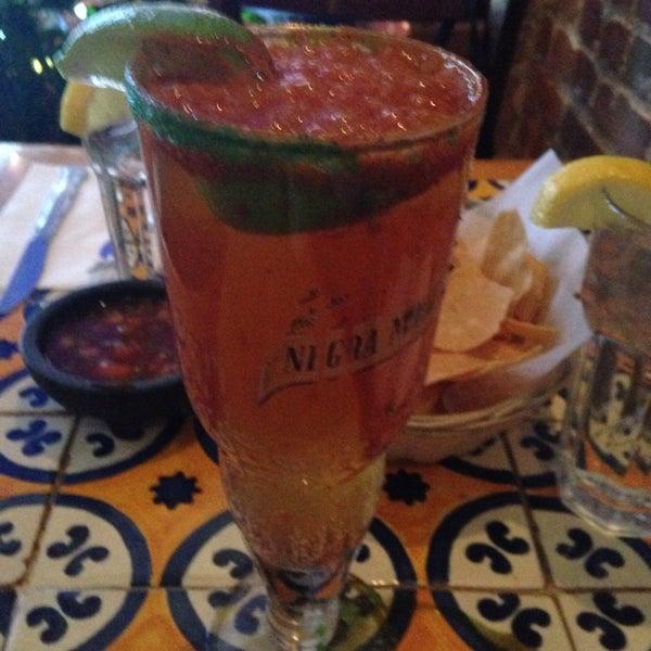 Foto scattata a Burrito Loco da Cynthia C. il 1/19/2014