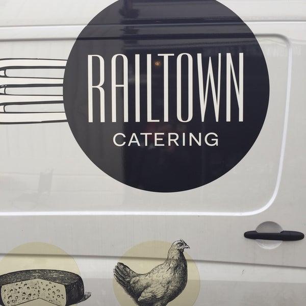 รูปภาพถ่ายที่ Railtown Cafe โดย Travis S. เมื่อ 1/8/2016