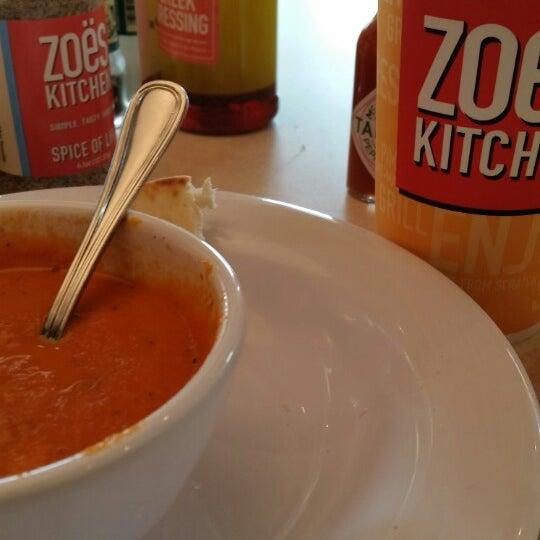Photo prise au Zoës Kitchen par Glenn N. le7/16/2014