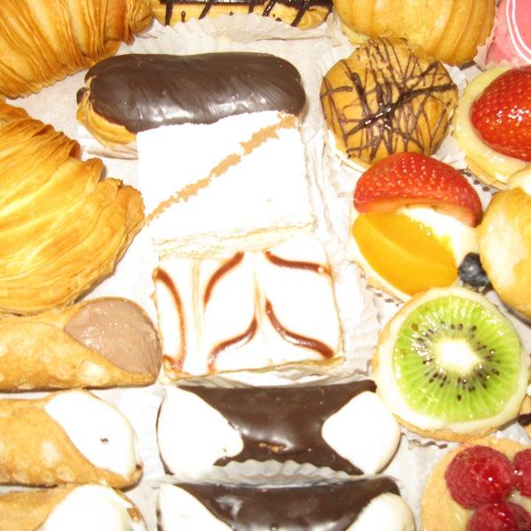 10/17/2013にLaGuli Pastry ShopがLaGuli Pastry Shopで撮った写真