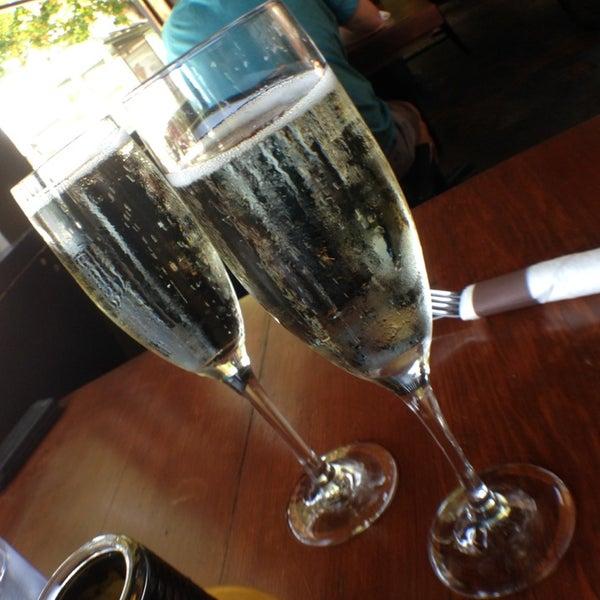 Das Foto wurde bei Mo's Restaurant von David D. am 6/1/2014 aufgenommen