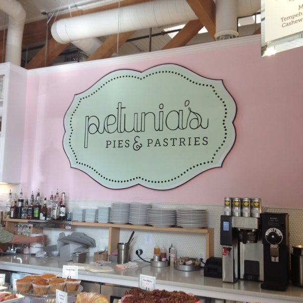 Foto tirada no(a) Petunia's Pies & Pastries por Patrick D. em 5/12/2013