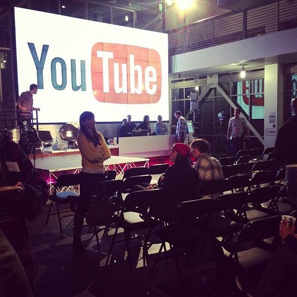 Снимок сделан в YouTube Space LA пользователем Joe M. 12/13/2012