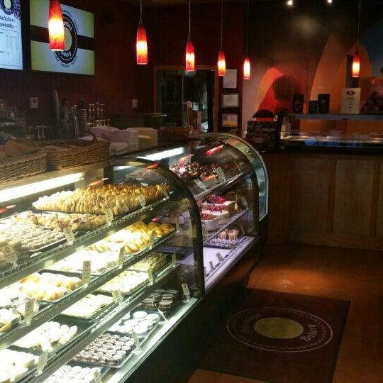 Foto scattata a Argentina Bakery da Randall A. il 9/24/2015