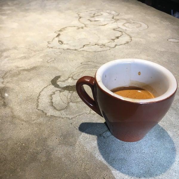 Das Foto wurde bei Coffee Foundry von Toey P. am 10/19/2016 aufgenommen