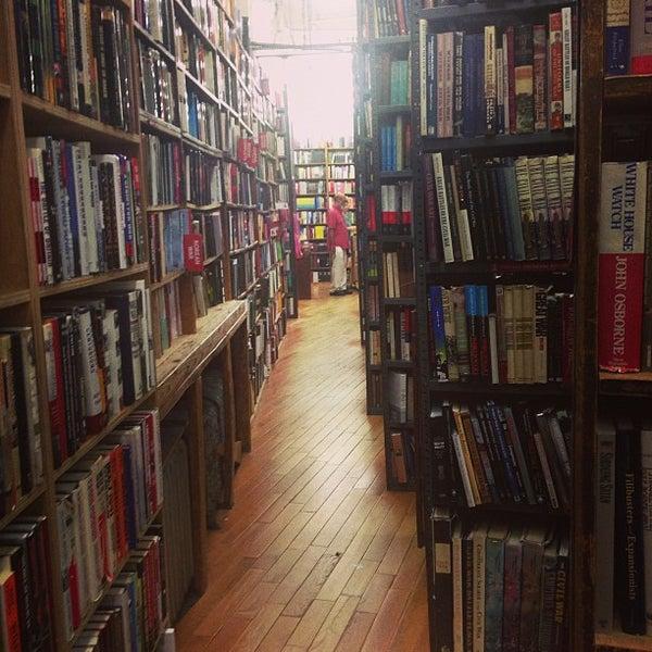 Foto scattata a Strand Bookstore da Harlan C. il 7/8/2013