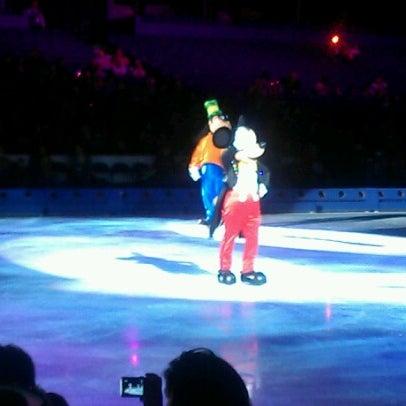 รูปภาพถ่ายที่ Allstate Arena โดย Ronald P. เมื่อ 9/14/2012