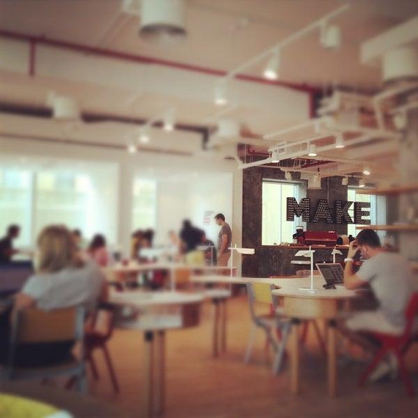 รูปภาพถ่ายที่ MAKE Business Hub โดย Mohamed H. เมื่อ 10/19/2012