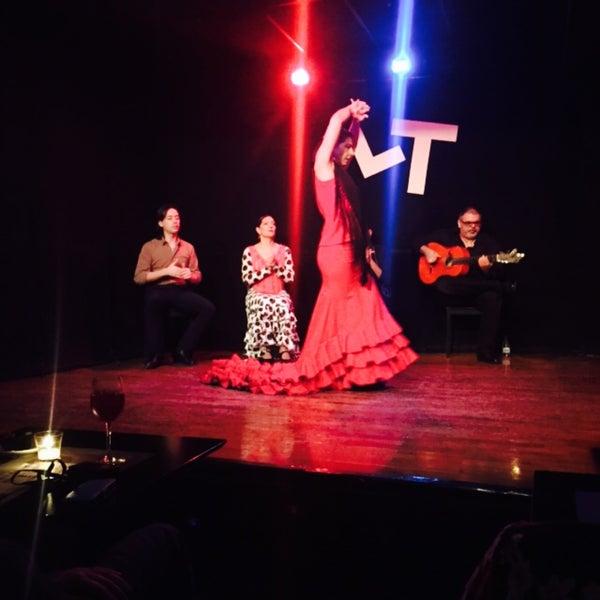 Снимок сделан в Las Tablas Tablao Flamenco пользователем Randa A. 2/26/2015
