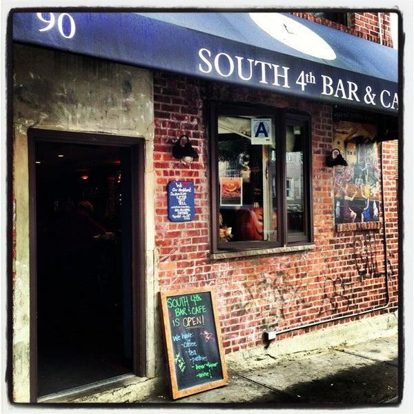 รูปภาพถ่ายที่ South 4th Bar & Cafe โดย Kimberly เมื่อ 2/12/2013