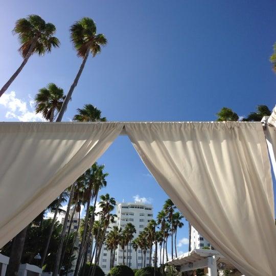 Photo prise au Delano Beach Club par Kevin C. le12/1/2012