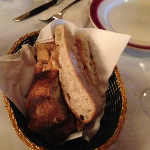 Das Foto wurde bei Taci's Beyti Restaurant von Mike G. am 3/2/2013 aufgenommen