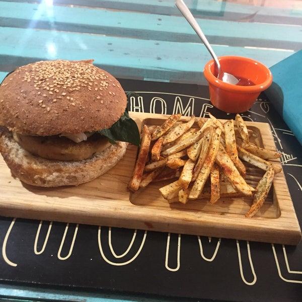 Super recomendado! 😻🍔🍟 vegan, hamburguesa de garbanzo y semillas, papitas sazonadas