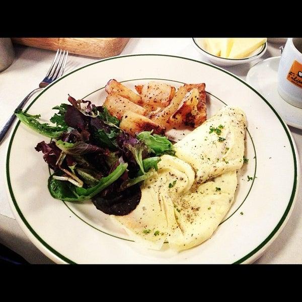 Das Foto wurde bei La Villette von Erica Y. am 11/25/2012 aufgenommen