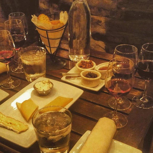 Photo prise au Volo Restaurant Wine Bar par Rory J. le11/29/2015