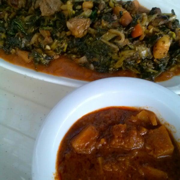 Foto scattata a Desta Ethiopian Kitchen da Shunda A. il 9/27/2014