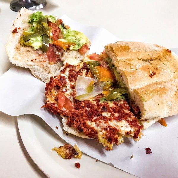Con un menú variado, sin embargo las clásicas como la de pierna y huevo con chorizo son muy ricas. En resumen: bueno, bonito y barato.