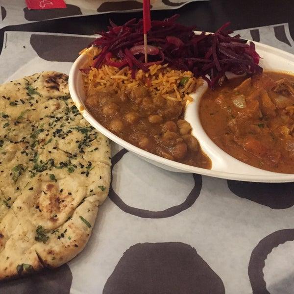 Foto tomada en Deep Indian Kitchen (Indikitch) por Ozge K. el 12/11/2016