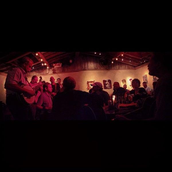 Photo prise au Sunny's par Kevin E. le6/10/2012