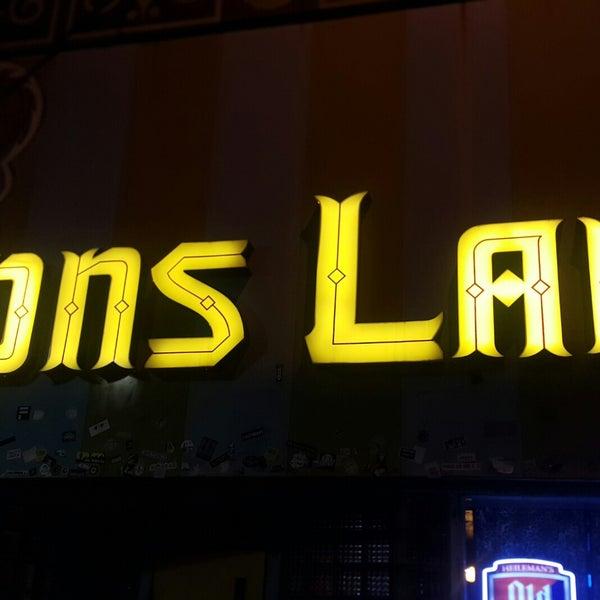 Das Foto wurde bei Lion's Lair von Lan W. am 9/10/2018 aufgenommen