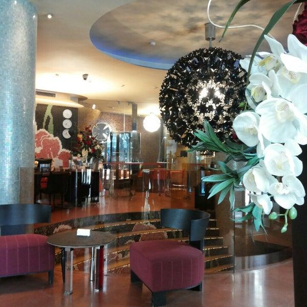 Foto diambil di Les Fleurs Boutique Hotel oleh Elitsa A. pada 1/29/2014