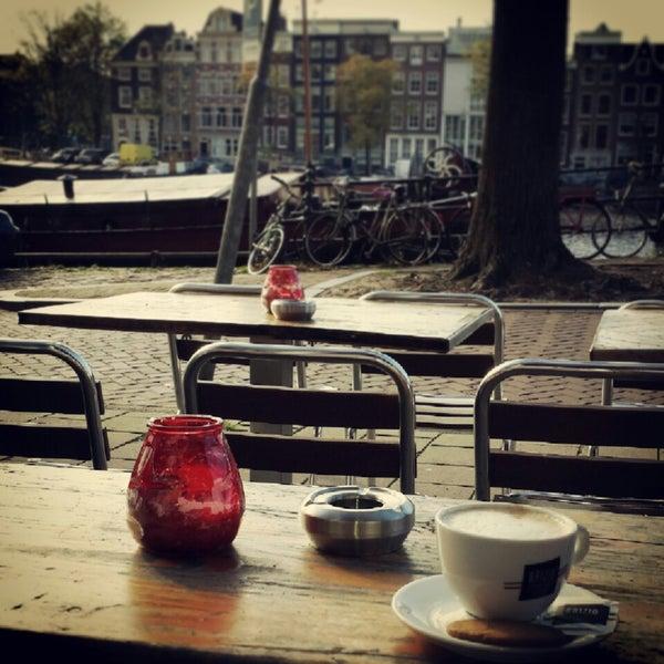 Photo prise au Café De Magere Brug par Geraldine le10/26/2013