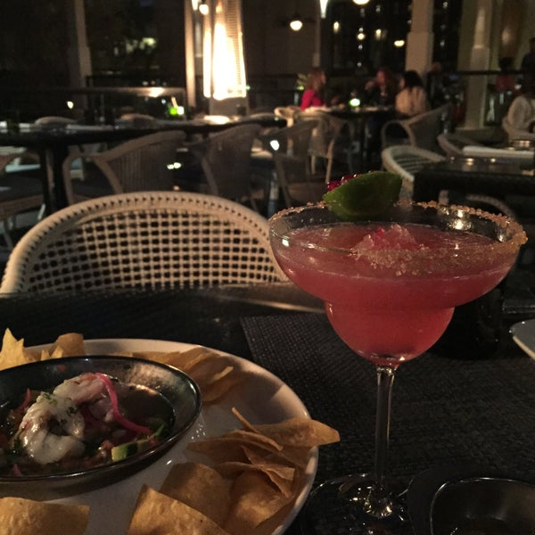 รูปภาพถ่ายที่ Maya Modern Mexican Kitchen + Lounge โดย Anisha D. เมื่อ 2/27/2015