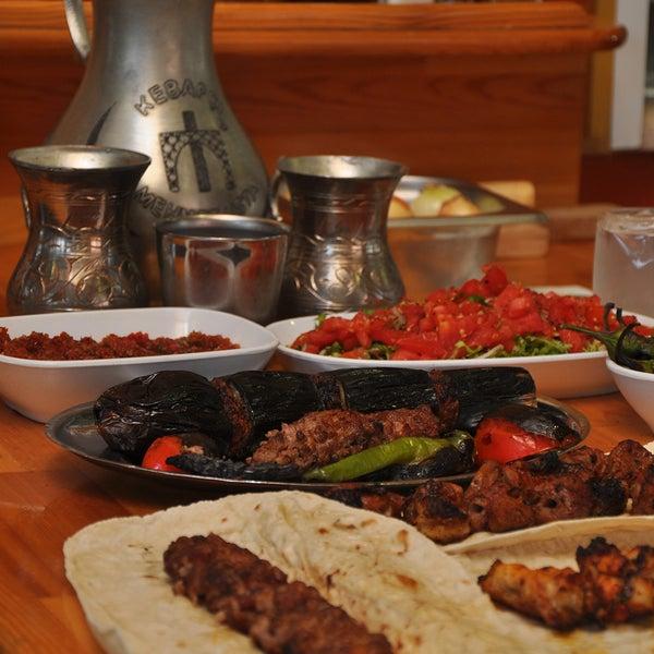 Das Foto wurde bei Mehmet Usta Kebap ve Ciğer Salonu von Mehmet Usta Kebap ve Ciğer Salonu am 10/4/2013 aufgenommen