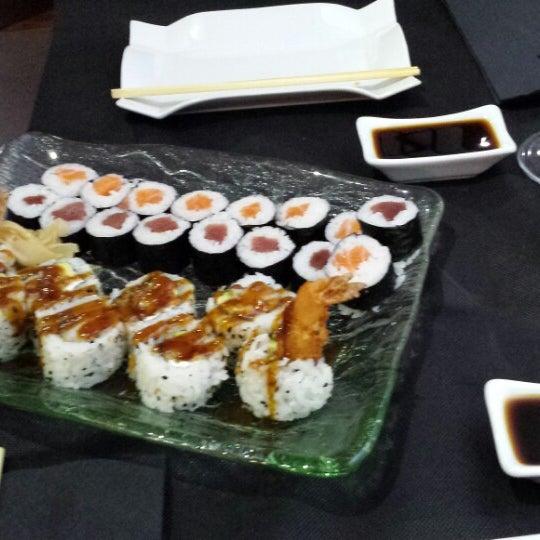 10/10/2013 tarihinde Mayra L.ziyaretçi tarafından Taiyo Sushi Bar'de çekilen fotoğraf