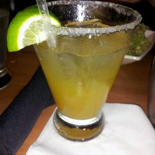 Foto tomada en Cantina Laredo por Krystal F. el 8/26/2012