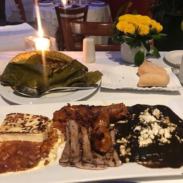 Foto tomada en Catedral Restaurante & Bar por Jo B. el 11/29/2018