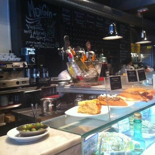 รูปภาพถ่ายที่ Mercado de la Reina โดย Meli I. เมื่อ 12/3/2012