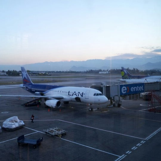 Foto tomada en Aeropuerto Internacional Comodoro Arturo Merino Benítez (SCL) por Ivan F. el 10/17/2012