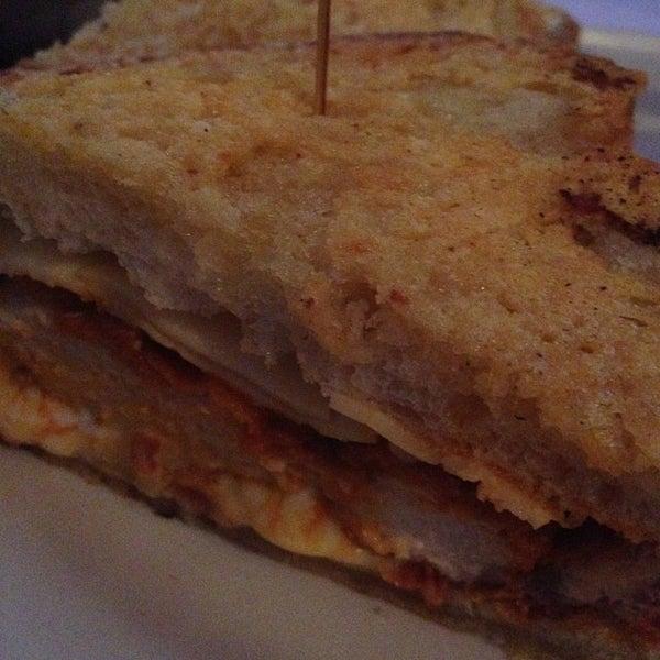 Снимок сделан в A&G Burger Joint пользователем Burger B. 11/18/2013