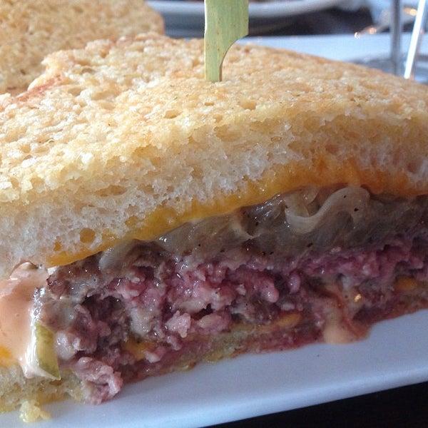 Снимок сделан в A&G Burger Joint пользователем Burger B. 8/20/2013